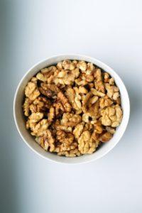 Kan hunde tåle nødder? Find svaret lige her i Kæledyrsbloggen
